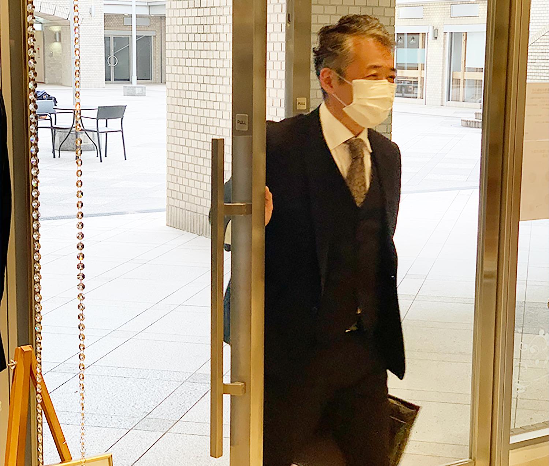 当社グループ従業員へマスクを配布し、出退勤時ならびに勤務中の着用を義務付けております